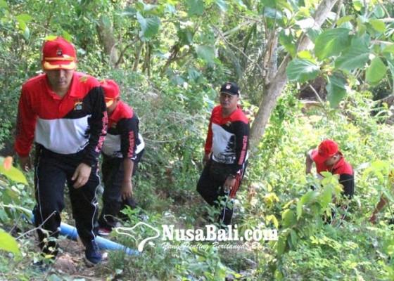Nusabali.com - jaga-solidairtas-personel-polres-gelar-hiking-ke-bukit-tengah
