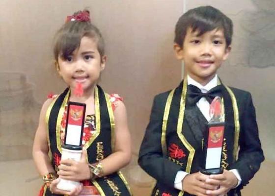 Nusabali.com - kakak-adik-sebagai-peragawan-peragawati-cilik-terbaik-indonesia