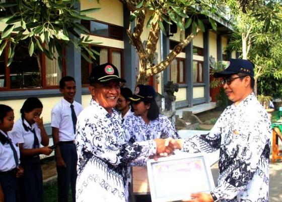 Nusabali.com - siswa-smkn-2-bangli-buat-polling-guru-idola-dan-teramah