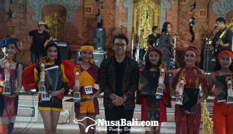 www.nusabali.com-wantilan-banjar-pitik-jadi-panggung-catwalk
