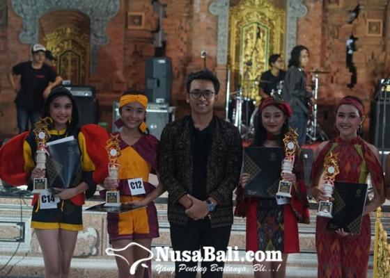 Nusabali.com - wantilan-banjar-pitik-jadi-panggung-catwalk