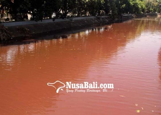 Nusabali.com - heboh-air-tukad-badung-berwarna-merah