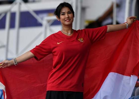Nusabali.com - maria-ozawa-dukung-langsung-timnas-u-22