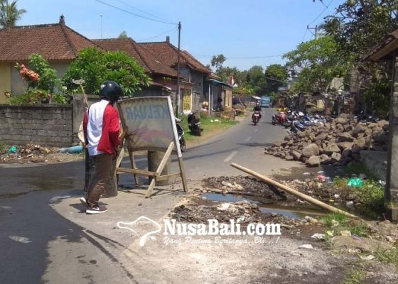 Nusabali.com - jalan-ke-dtw-candi-tebing-tergenang-air