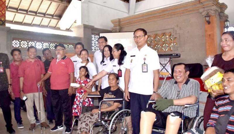 www.nusabali.com-hari-disabilitas-internasional-pemkab-serahkan-bantuan-sosial