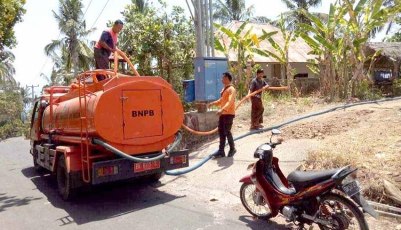 www.nusabali.com-bpbd-distribusikan-air-bersih-di-dua-desa
