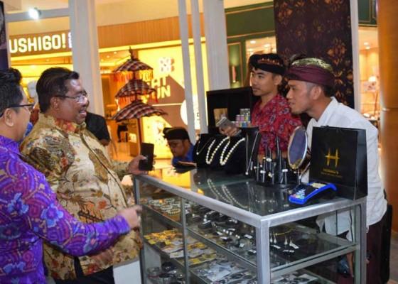 Nusabali.com - mutiara-dan-produk-tenun-ikat-jadi-primadona