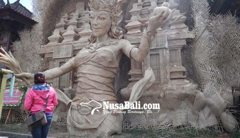 www.nusabali.com-patung-bambu-jadi-ikon-desa-wisata-tampaksiring
