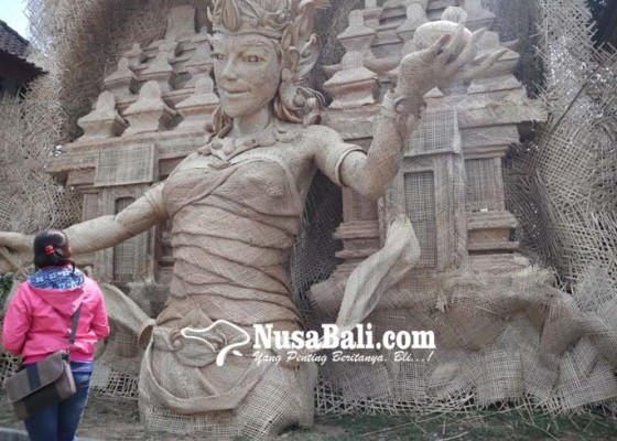 Nusabali.com - patung-bambu-jadi-ikon-desa-wisata-tampaksiring