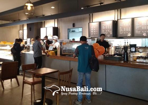 Nusabali.com - jco-dan-breadtalk-rambah-ramayana-mal