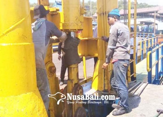 Nusabali.com - dermaga-ii-rusak-kendaraan-antre-hingga-15-km