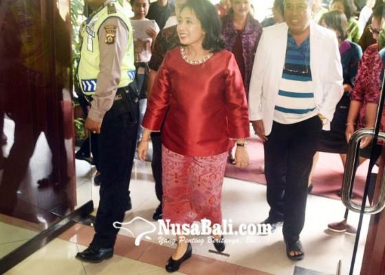 Nusabali.com - menteri-bintang-puspayoga-besuk-anak-korban-kekerasan