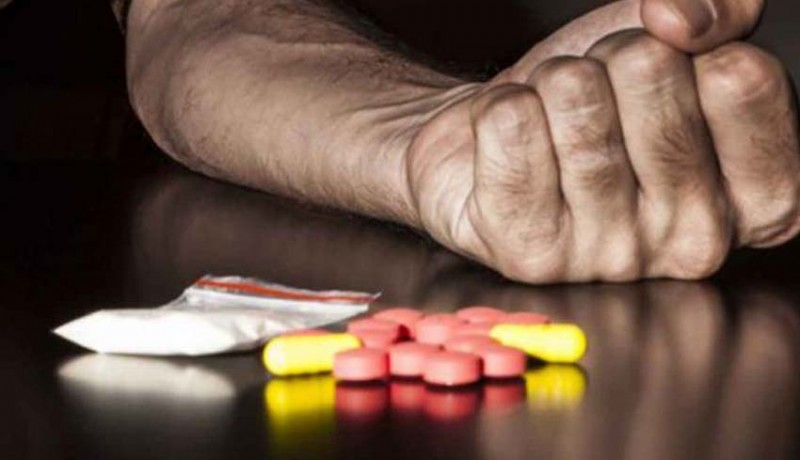 www.nusabali.com-razia-narkoba-temukan-oknum-wartawati-ngaku-pengaman-kafe