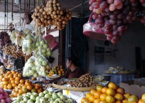 Nusabali.com - pedagang-buah-menanti-ketegasan-pemerintah