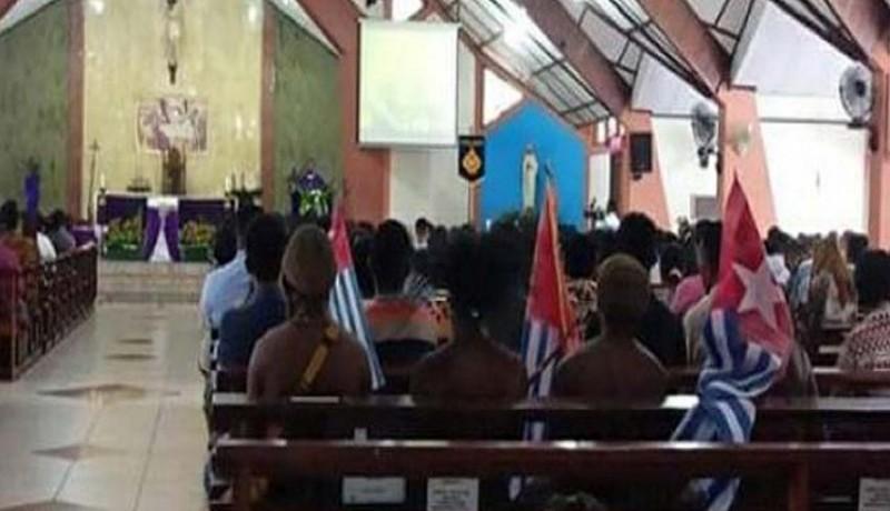 www.nusabali.com-4-mahasiswa-bawa-bintang-kejora-ke-gereja