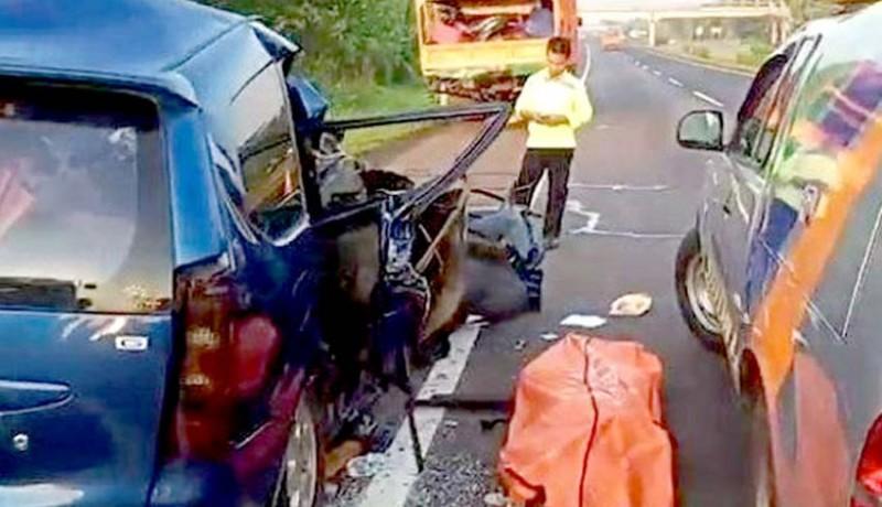 www.nusabali.com-minibus-vs-truk-di-cipali-satu-keluarga-tewas