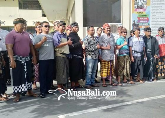 Nusabali.com - puluhan-krama-kawal-pemeriksaan-di-polresta