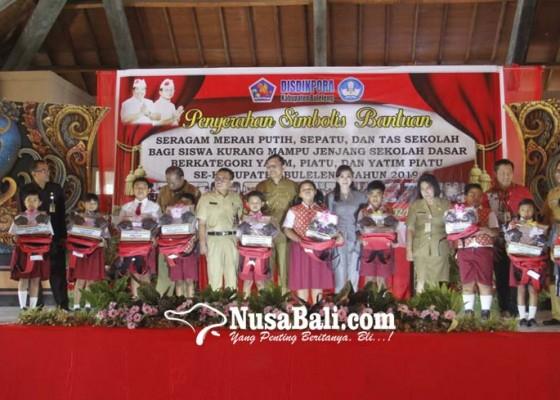 Nusabali.com - 1403-siswa-yatim-piatu-terima-bantuan-seragam-sekolah