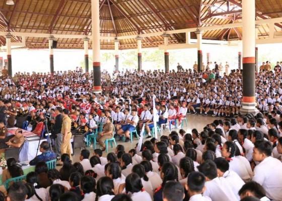 Nusabali.com - siswa-smp-berlomba-anti-korupsi