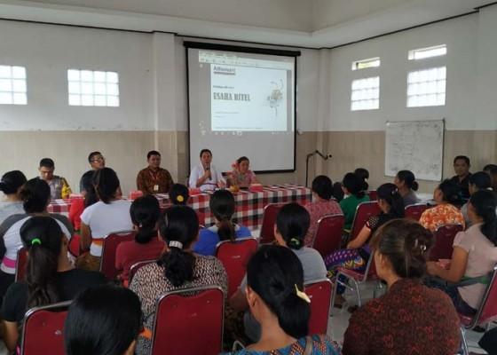 Nusabali.com - pedagang-kecil-desa-geluntung-dilatih-manajemen-ritel