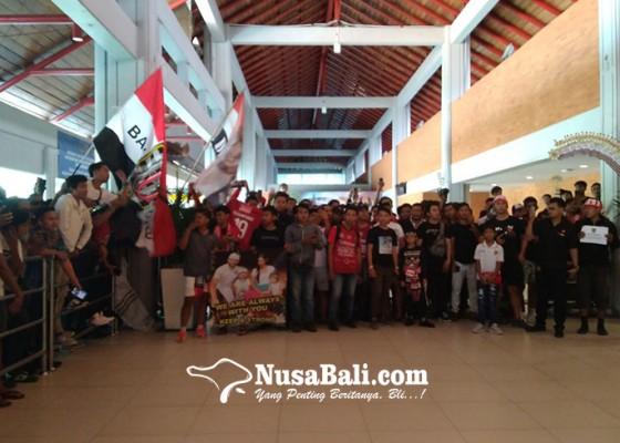 Nusabali.com - bali-united-dielu-elukan-di-bandara-ngurah-rai