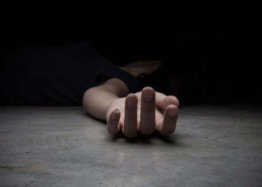 Nusabali.com - asyik-menelepon-tewas-tersambar-petir