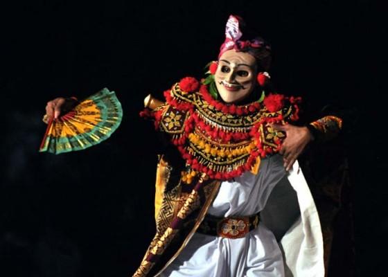 Nusabali.com - tarian-klasik-pikat-hati-penonton