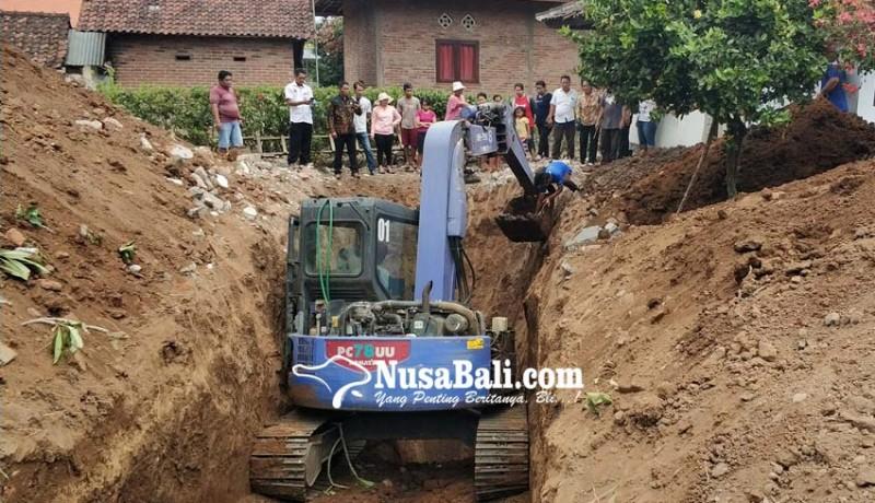 www.nusabali.com-tertanam-di-pekarangan-rumah-warga-kuburan-korban-g-30-spki-dibongkar