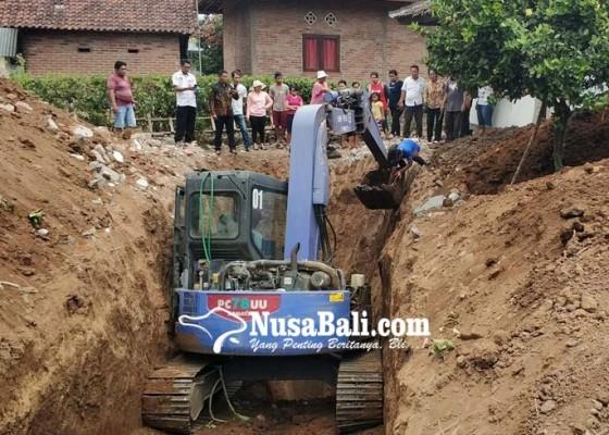 Nusabali.com - tertanam-di-pekarangan-rumah-warga-kuburan-korban-g-30-spki-dibongkar