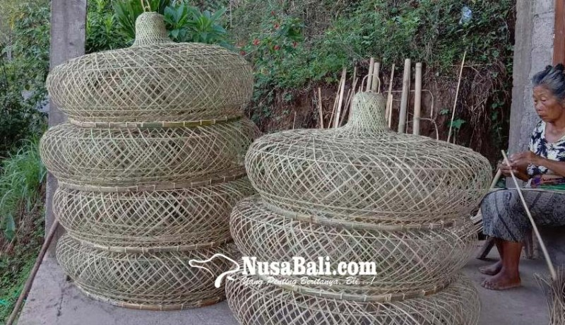 www.nusabali.com-kreasi-anyaman-bambu-sidetapa-buleleng