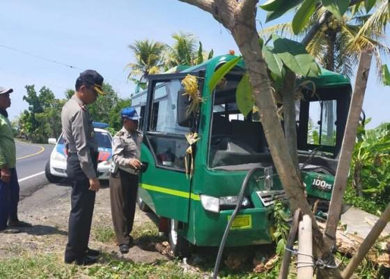 Nusabali.com - bus-tabrak-pohon-perindang-empat-luka-luka