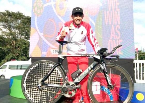 Nusabali.com - aiman-cahyadi-rebut-emas-pertama-balap-sepeda