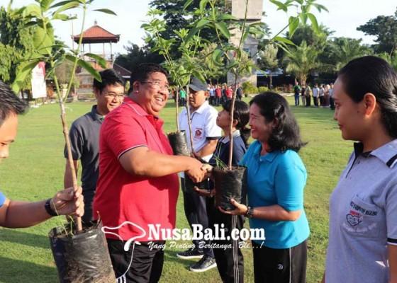 Nusabali.com - poh-amplem-sari-dikenalkan-jadi-maskot-mangga-kabupaten-buleleng