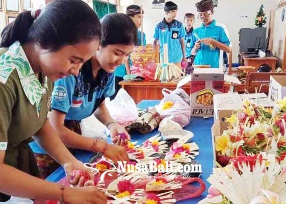 Nusabali.com - siswa-semangat-sambut-piodalan-saraswati