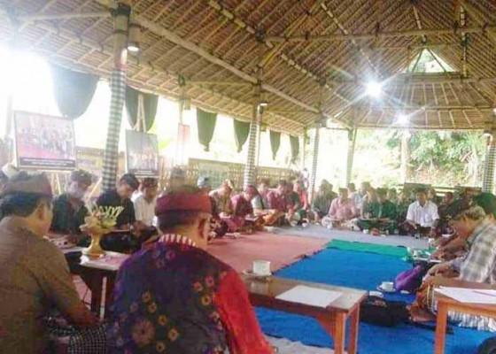 Nusabali.com - paruman-23-bendesa-adat-bahas-bansos