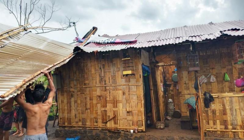 www.nusabali.com-enam-rumah-warga-rusak-satu-keluarga-ngungsi-ke-rumah-tetangga