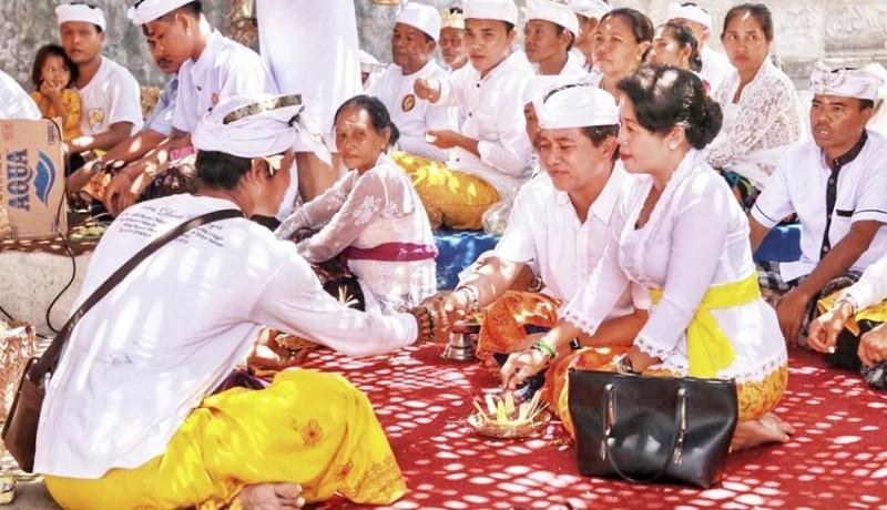 www.nusabali.com-saraswati-bupati-suwirta-hadiri-dua-karya-di-nusa-penida