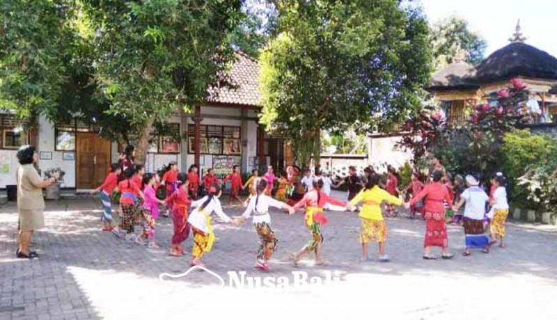 www.nusabali.com-sdn-1-baler-bale-agung-negara-pertahankan-permainan-tradisional