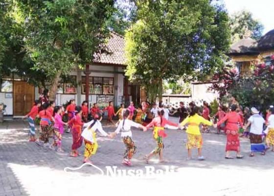 Nusabali.com - sdn-1-baler-bale-agung-negara-pertahankan-permainan-tradisional