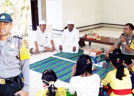 Nusabali.com - ajari-siswa-membaca-kitab-bhagawad-gita