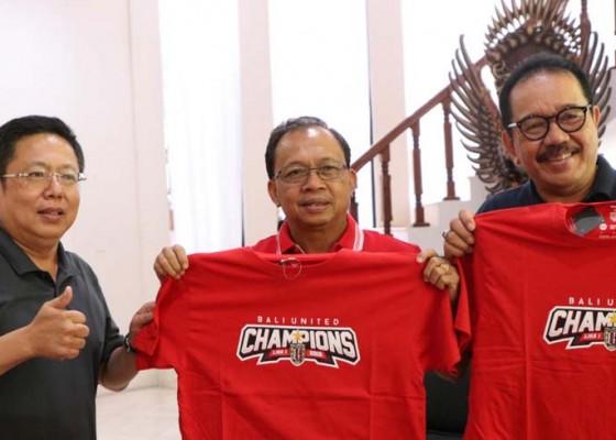 Nusabali.com - gubernur-koster-siapkan-bonus-dan-penyambutan-untuk-bali-united