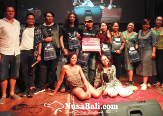 Nusabali.com - enam-finalis-unspoken-bali-poetry-slam-bawakan-tema-unspoken-justice