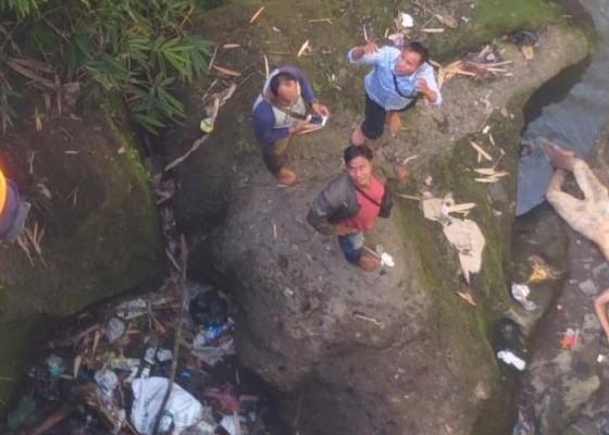 Nusabali.com - buruh-tewas-ceburkan-diri-ke-sungai