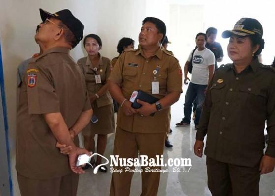 Nusabali.com - bupati-kecewa-pengerjaan-puskesmas-selat