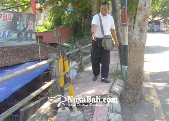 Nusabali.com - trotoar-jebol-bahayakan-pejalan-kaki