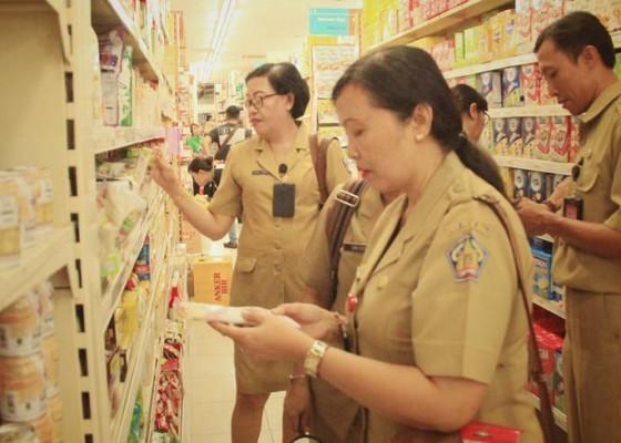 Nusabali.com - sidak-dua-supermarket-jelang-nataru