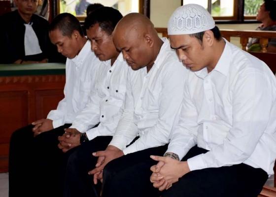 Nusabali.com - 5-eksekutor-bentrok-ormas-dituntut-beda