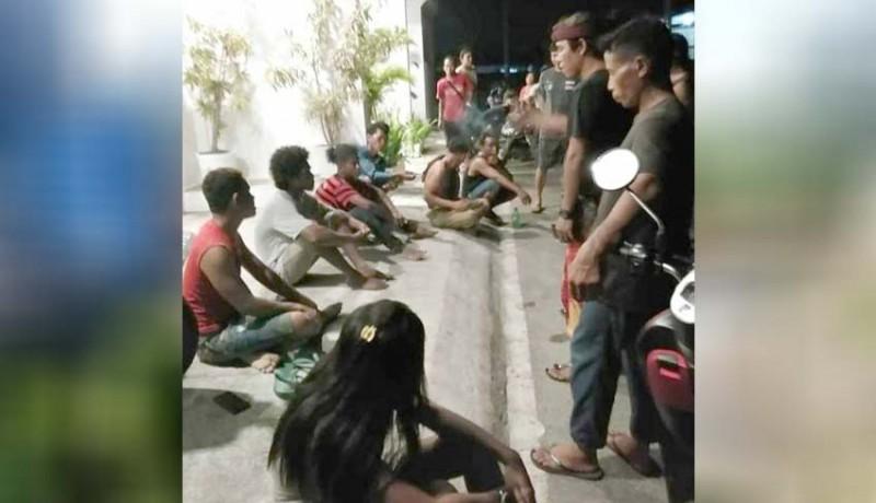 www.nusabali.com-mabuk-pemuda-sumba-duel-di-bedeng