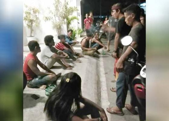 Nusabali.com - mabuk-pemuda-sumba-duel-di-bedeng