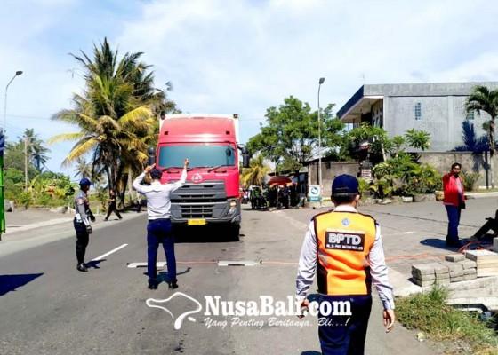 Nusabali.com - cegah-mogok-petugas-gabungan-uji-timbang-kendaraan-angkut